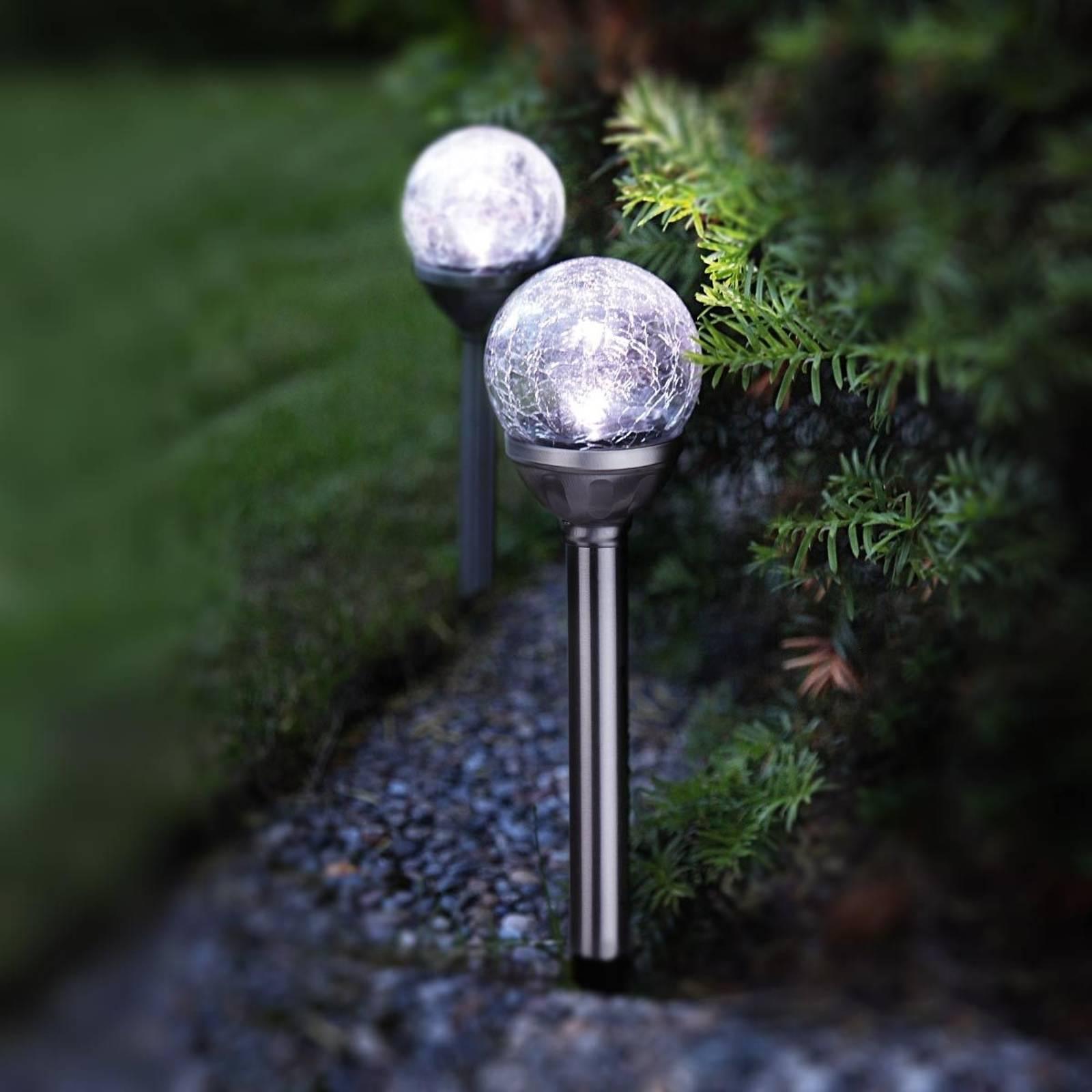 2 kpl LED-aurinkokennotankoja, joissa pallot