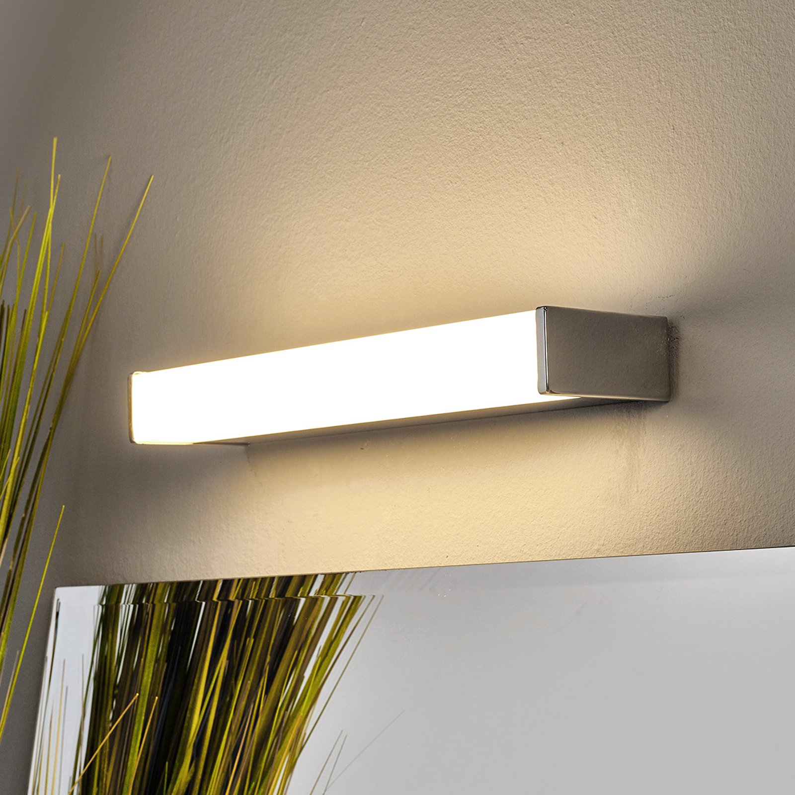 LED-bad- og speillampe Philippa kantet 32 cm