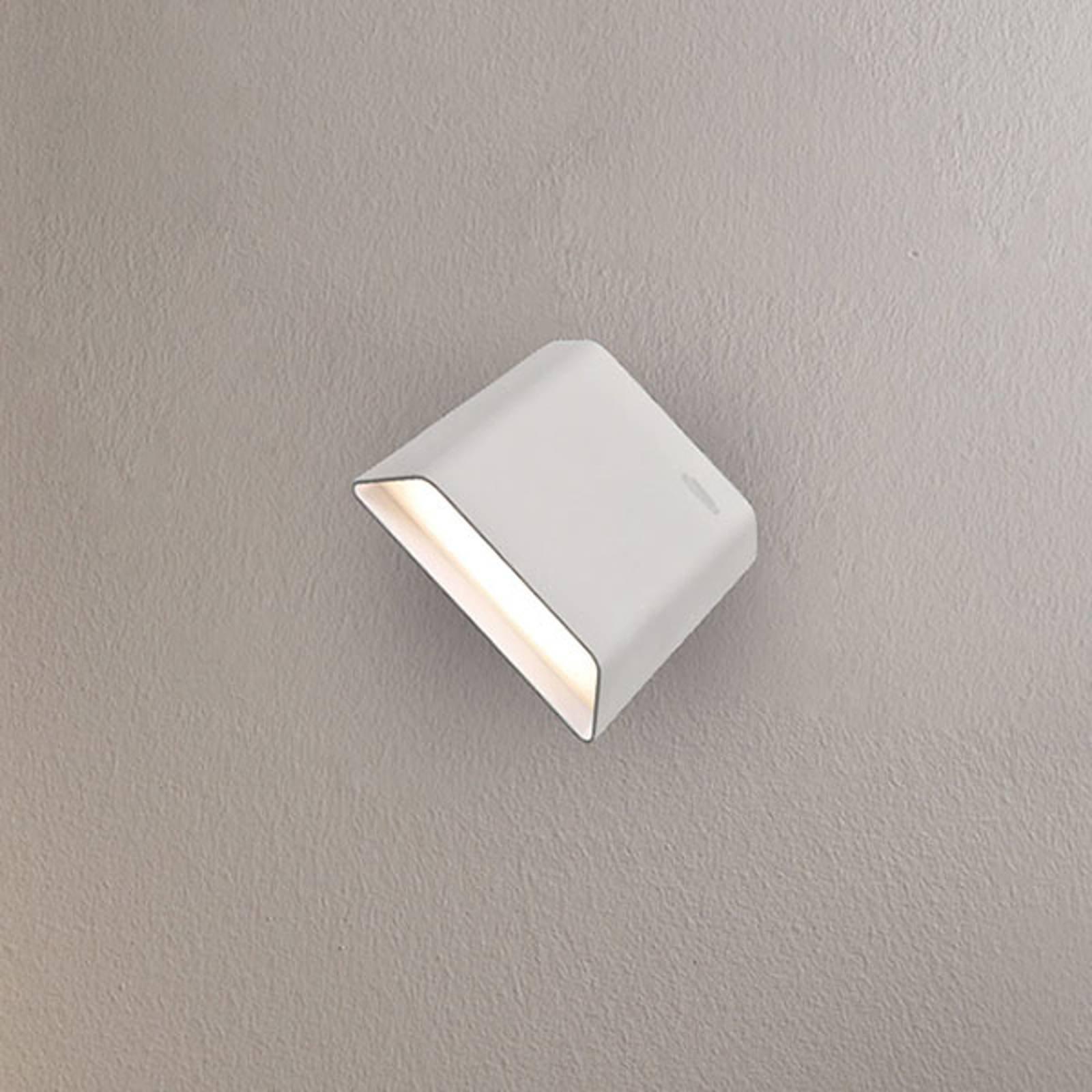 LED-vegglampe Biak, dreie- og vippbar, hvit