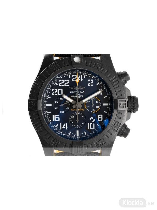 Begagnad Breitling Avenger Hurricane Breitlight Chronograph XB1210