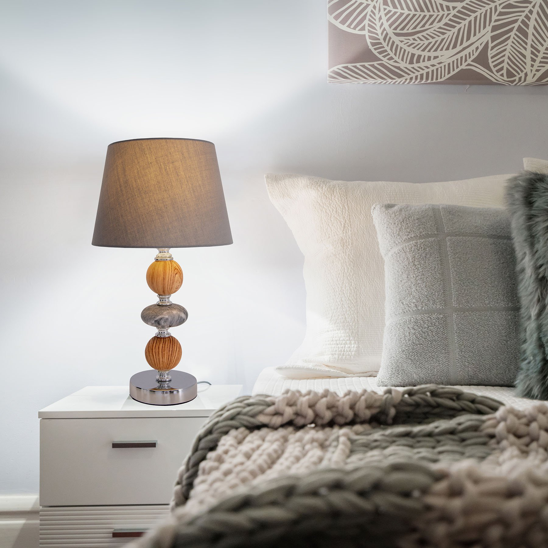 Araga bordlampe, grå/krom/trefarger