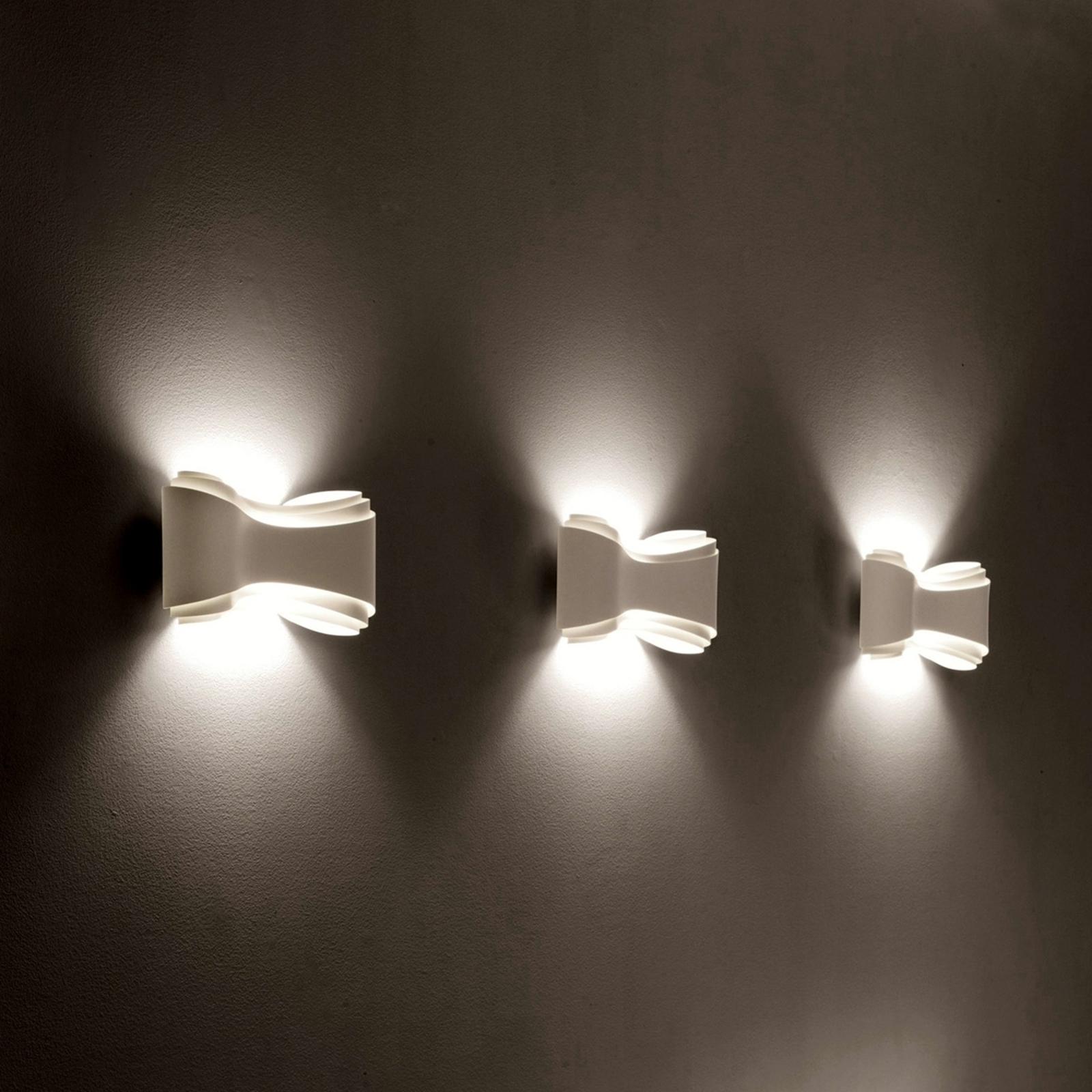 Valkoinen Ionica-design-seinävalaisin