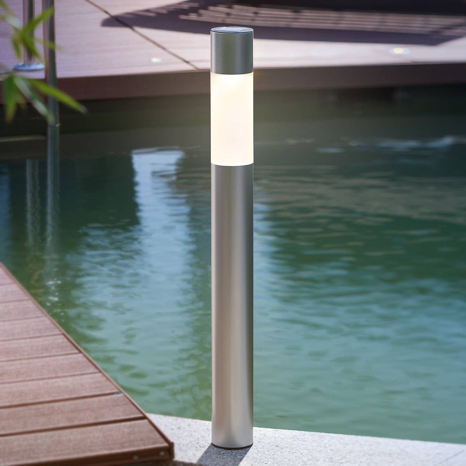 Pole Light -pylväsvalaisin aurinkokennolla LED