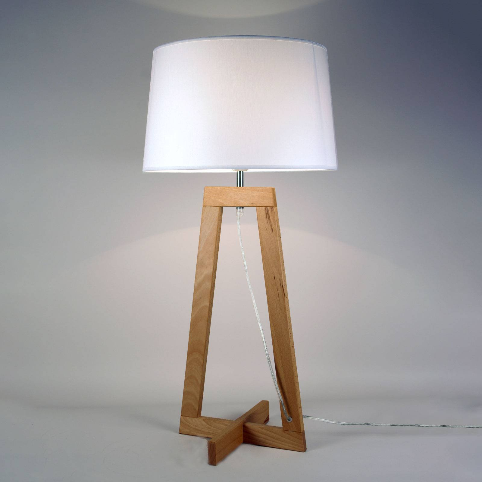 Sacha LT bordlampe av tekstil og tre