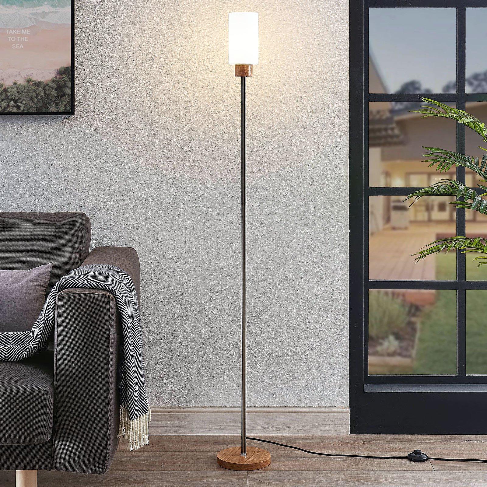 Lindby Nicus tre-gulvlampe med glassskjerm