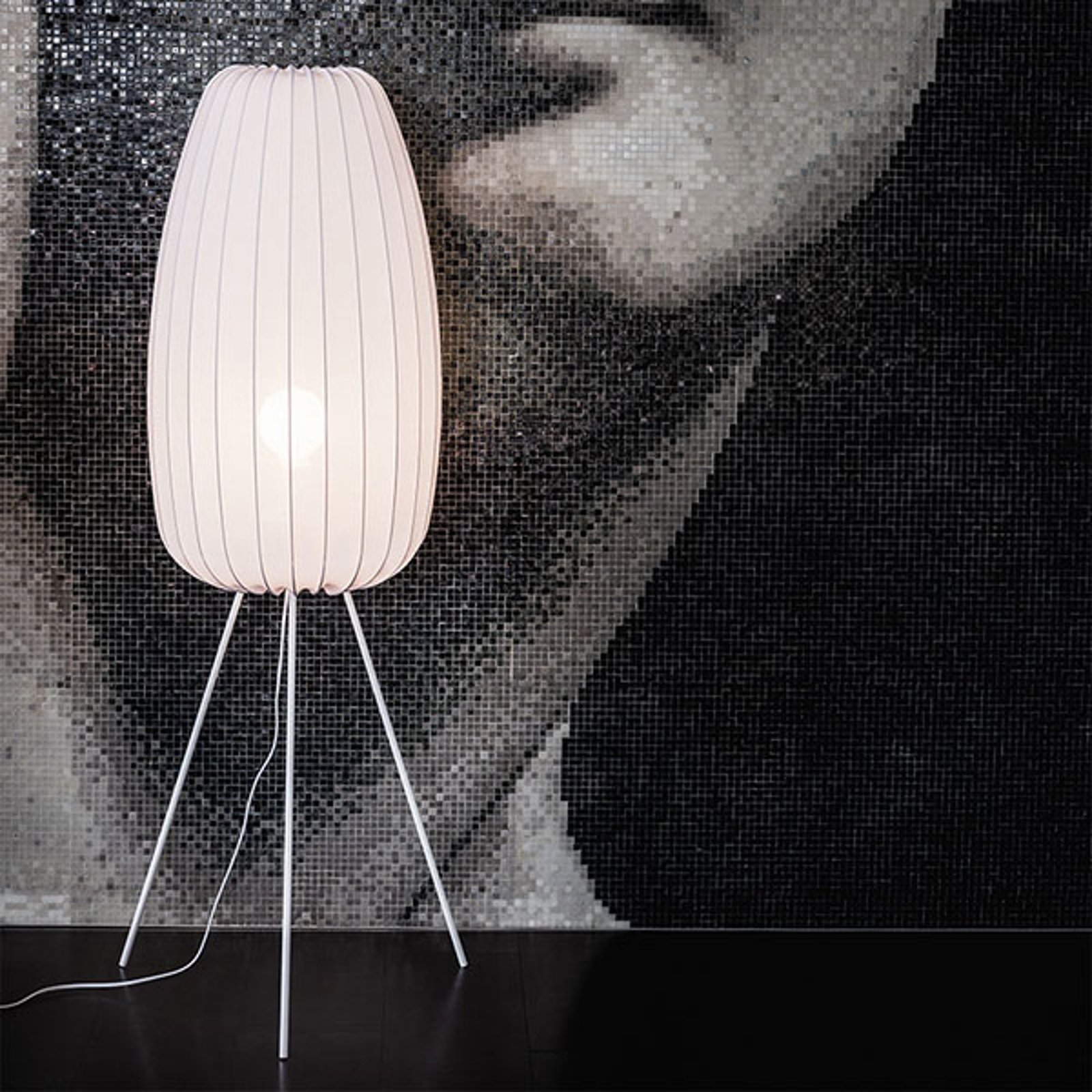 Gulvlampe Muse L i hvit med lykraskjerm