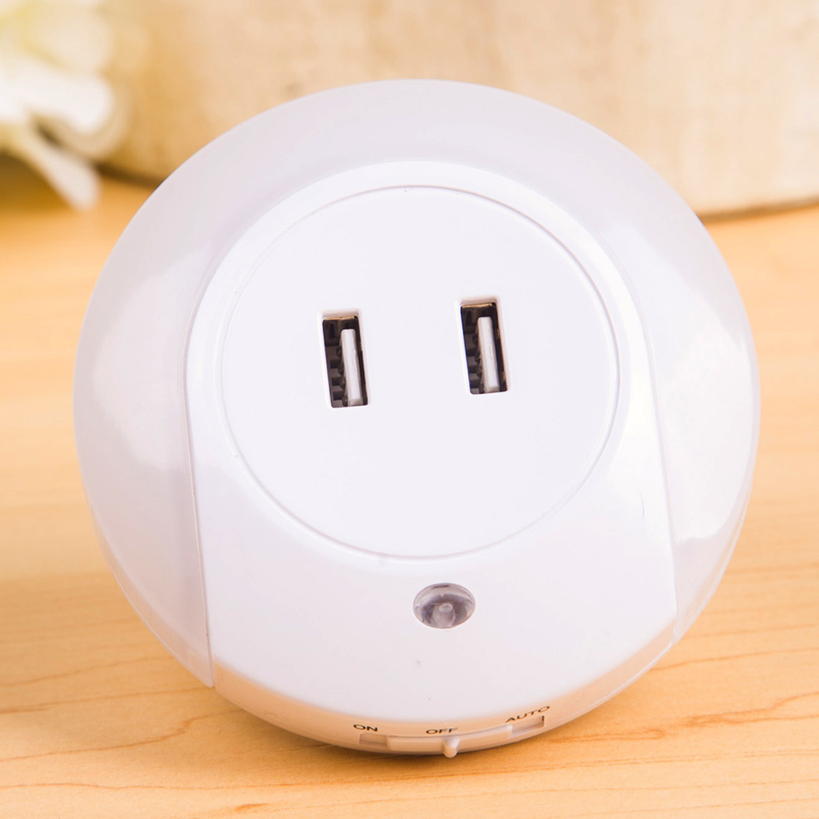 LED-yövalo Brit, tunnistin, USB-liitäntä, pyöreä