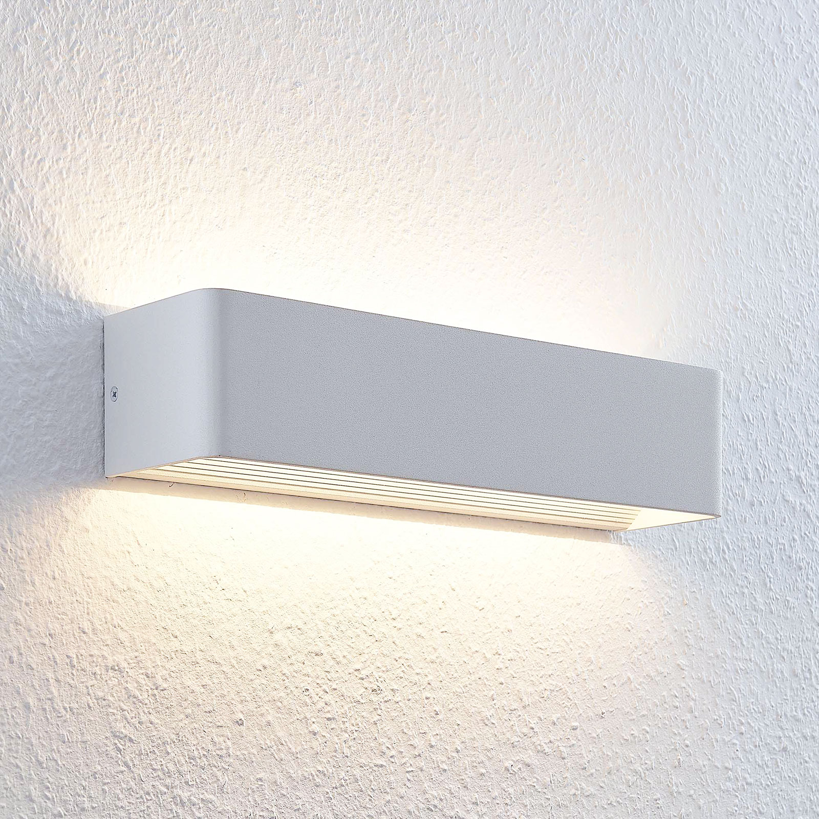 Kulmikas Lonisa LED-seinävalaisin asuintiloihin