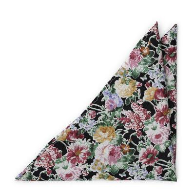 Bomull Lommetørkler, Blomsterdesign over det hele på svart bakgrunn