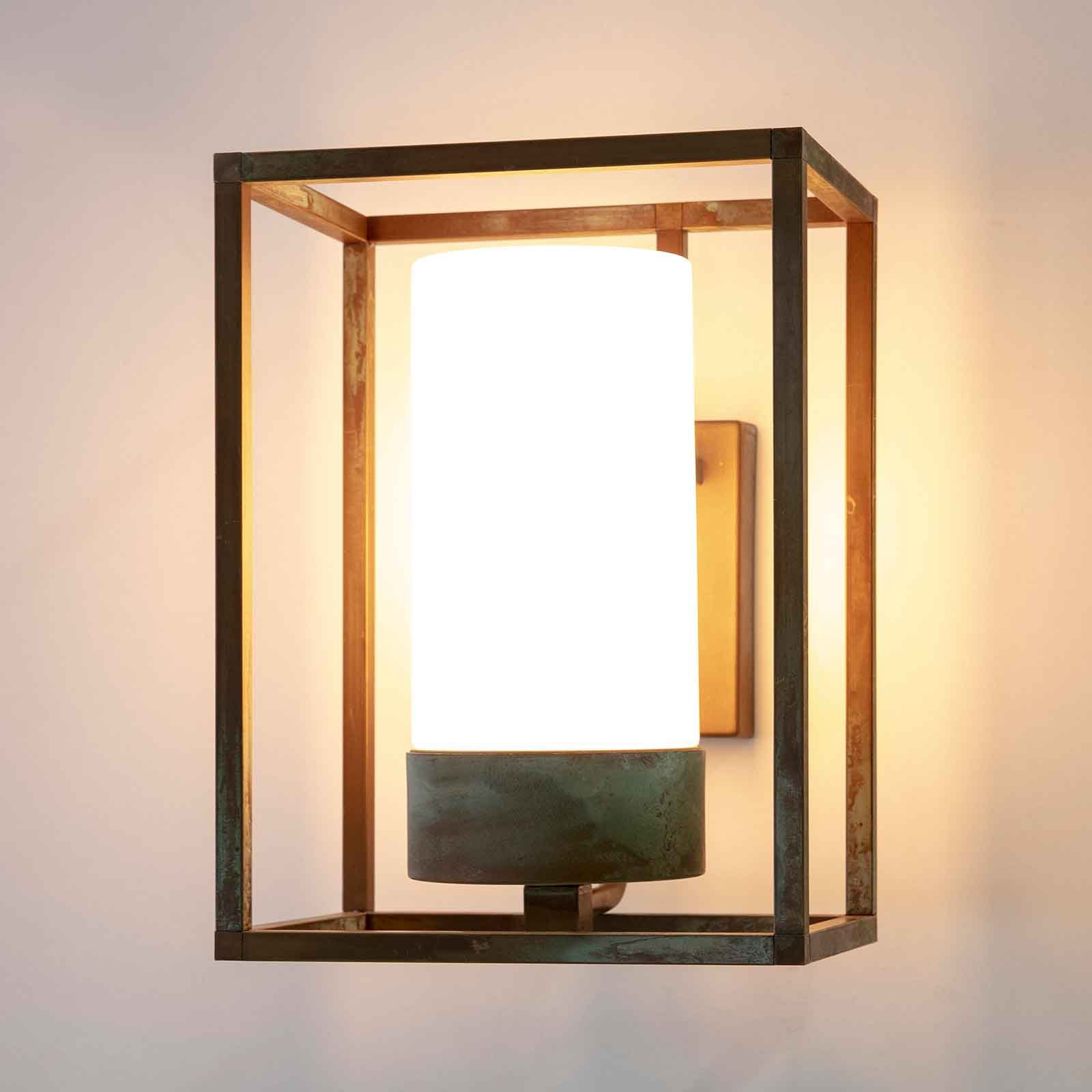 Cubic³ 3363 utendørs vegglampe antikk messing/opal
