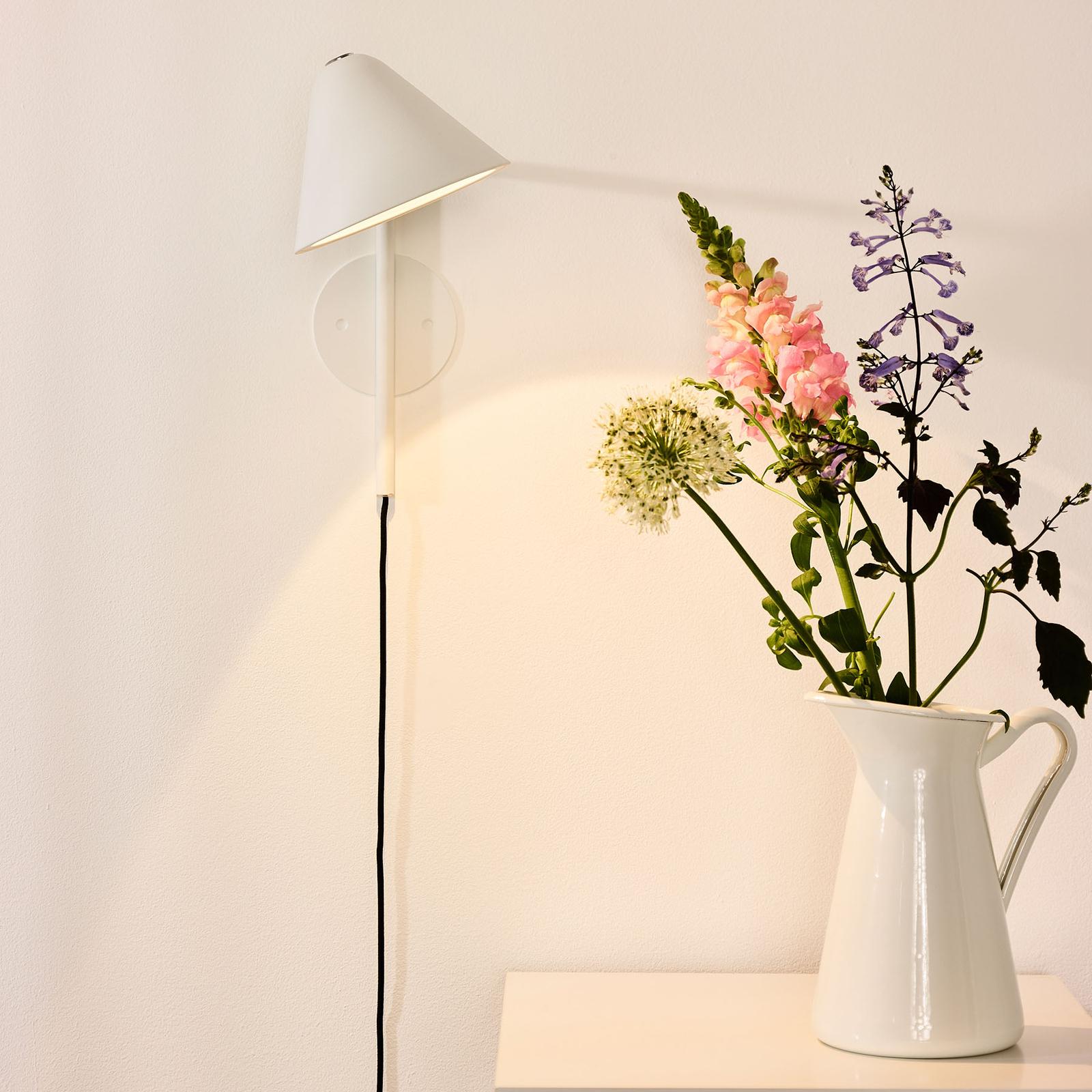 LED-seinävalaisin Devon pistokkeella, valkoinen