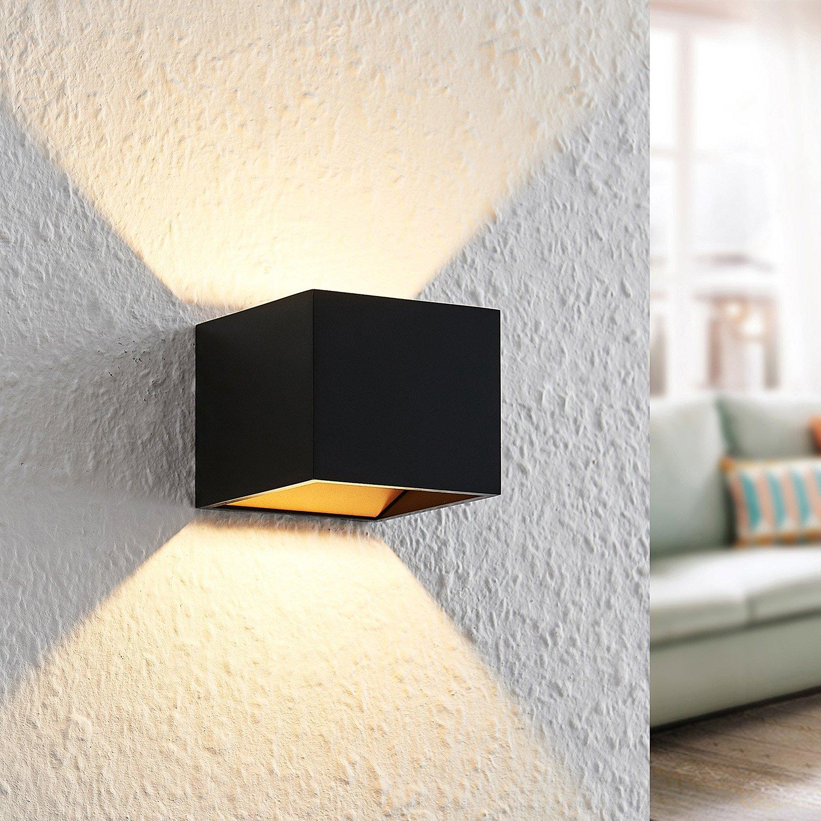 Arcchio Antonin alu-LED-vegglampe, svart og gull