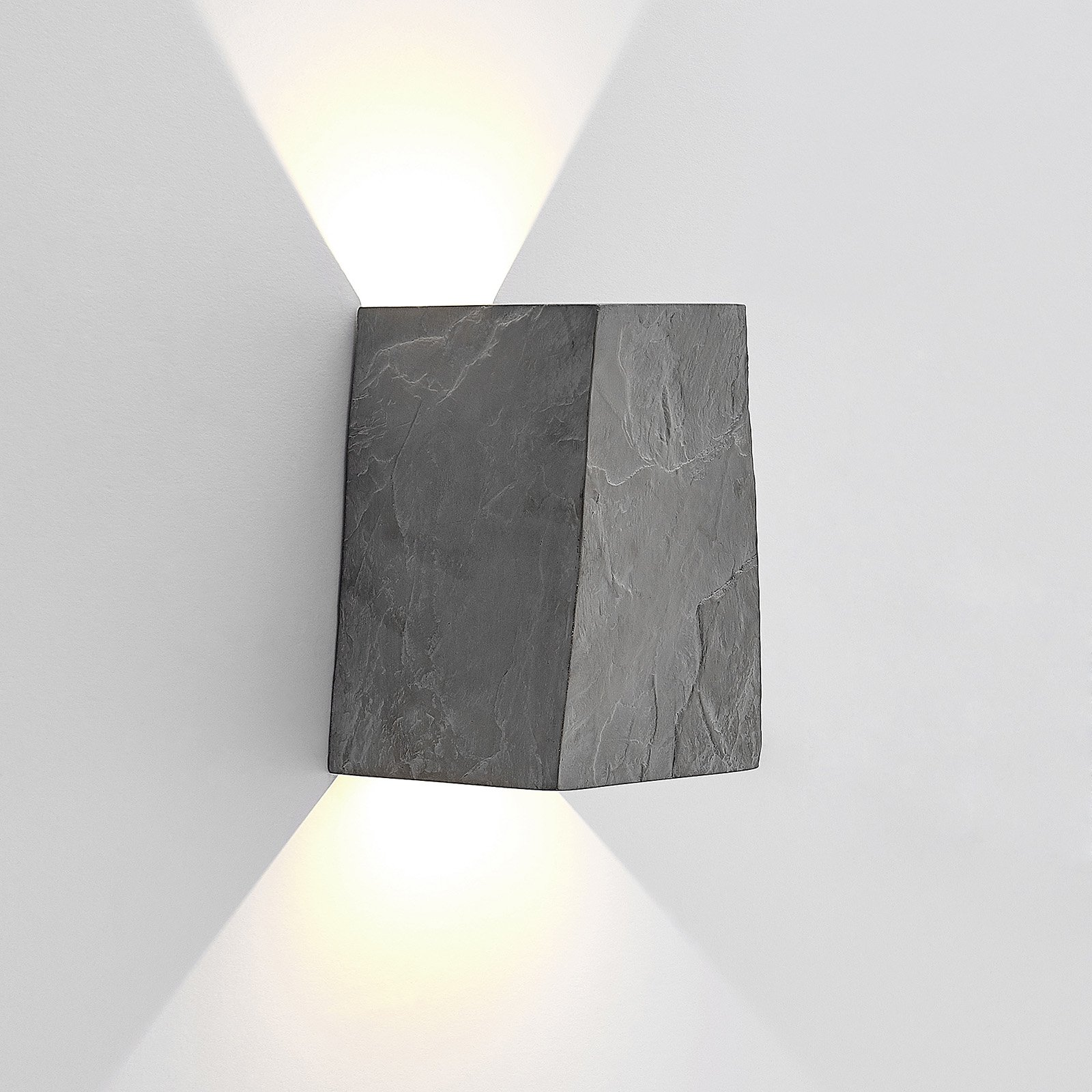 Lucande utendørs LED-vegglampe Aksel, skiferdesign