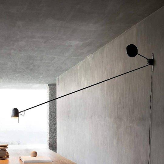 Upea Counterbalance-LED-seinävalaisin, musta