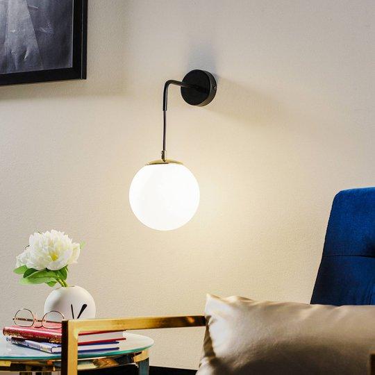 Vegglampe Ognis K1 med kuleskjerm, svart/gull