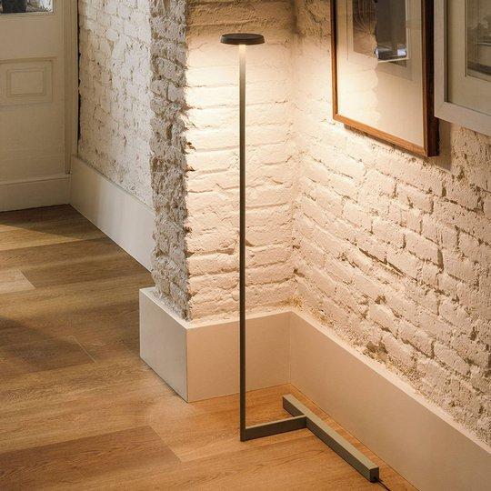 Vibia Flat LED-gulvlampe høyde 100 cm svart