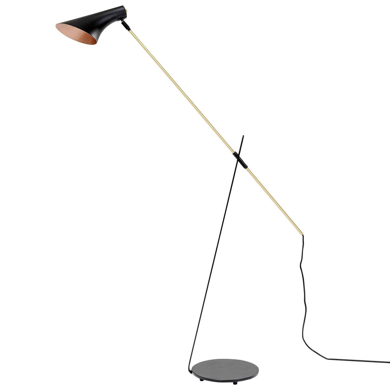 KARE Axe gulvlampe i svart med detaljer