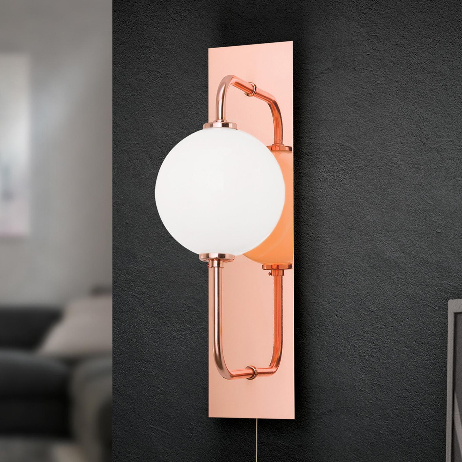 LED-seinävalaisin Pipes lasipallolla, kuparia