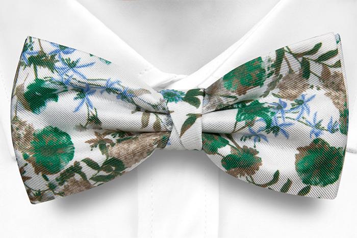 Silke Sløyfer Knyttede, Grønne, blå og beige blomster på hvitt, Hvit, Blomstrete