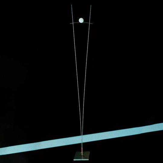 Ingo Maurer Ilios – design-lattiavalaisin, hopea