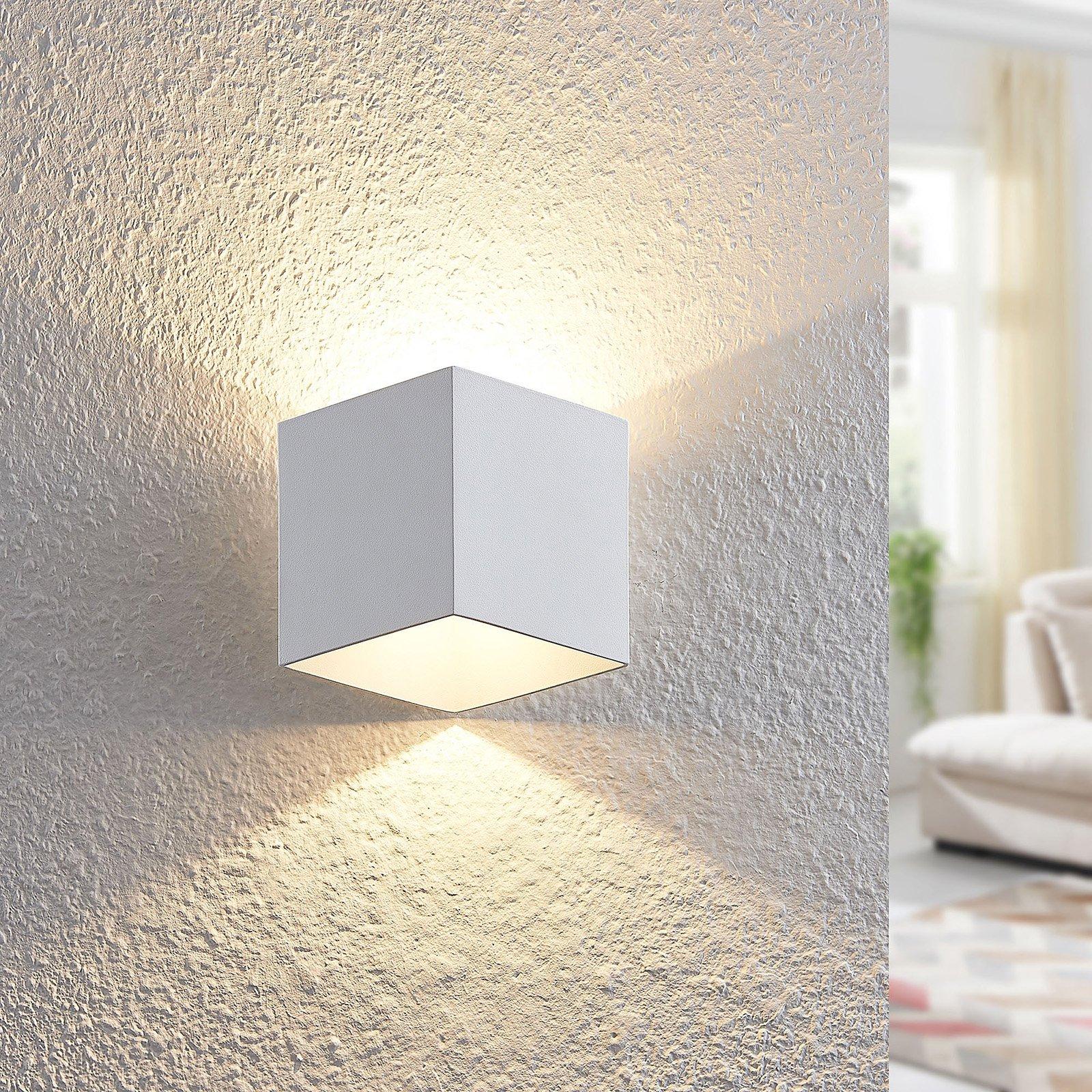 Arcchio Alima LED-vegglampe, dimbar, IP44, hvit