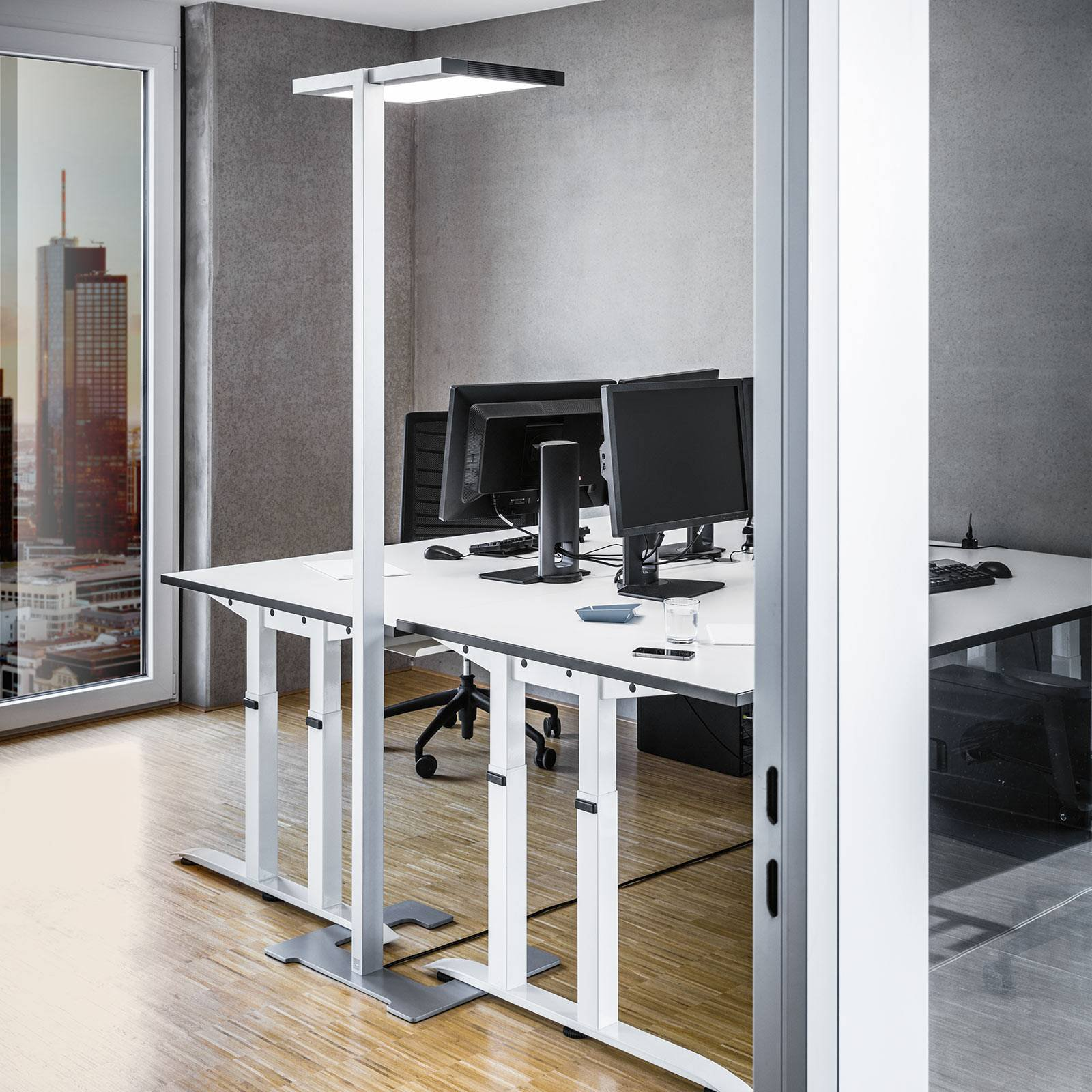 Luctra Vitawork LED-gulvlampe kontor 17000lm PIR