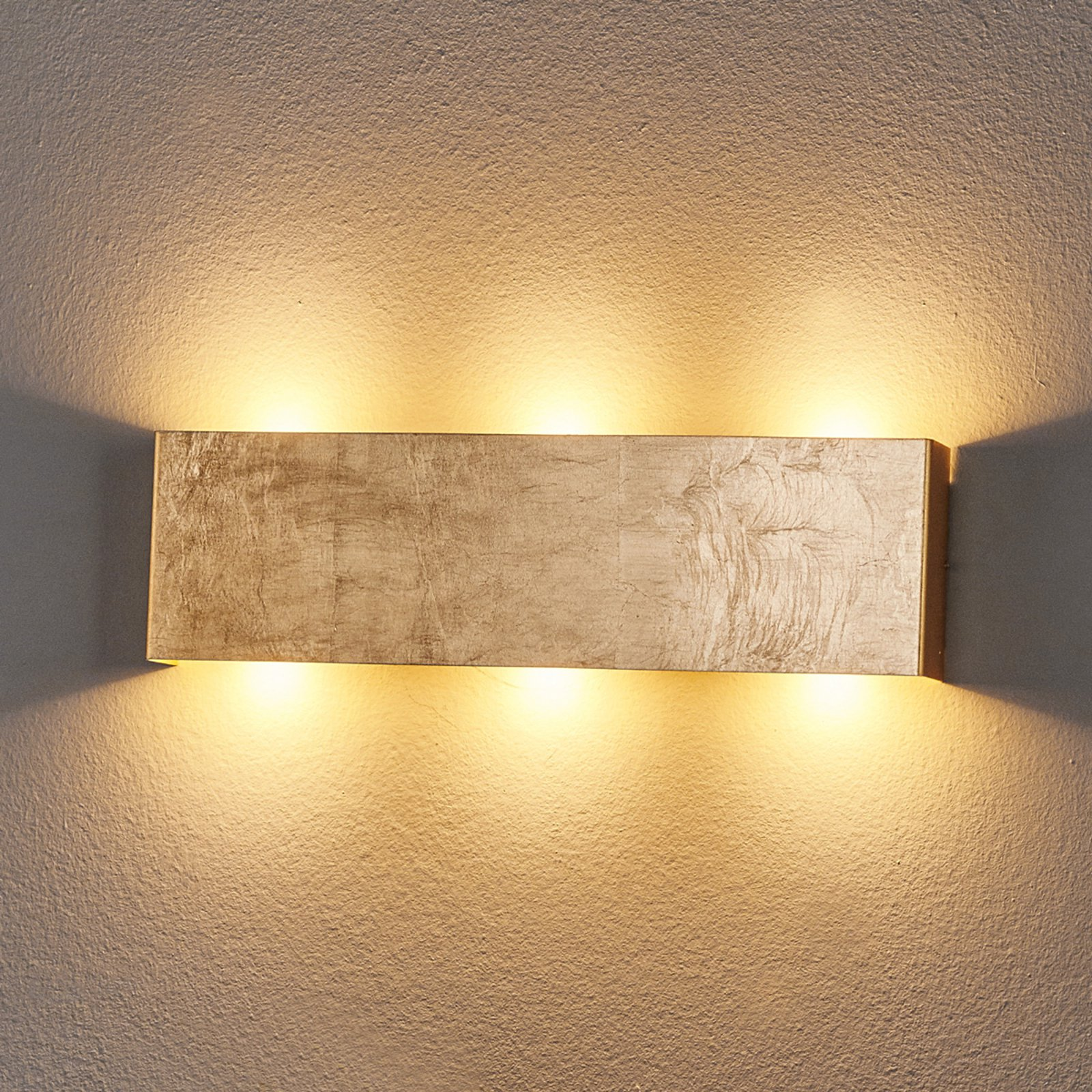 Dimbar LED-vegglampe Maja, antikk gullfarge