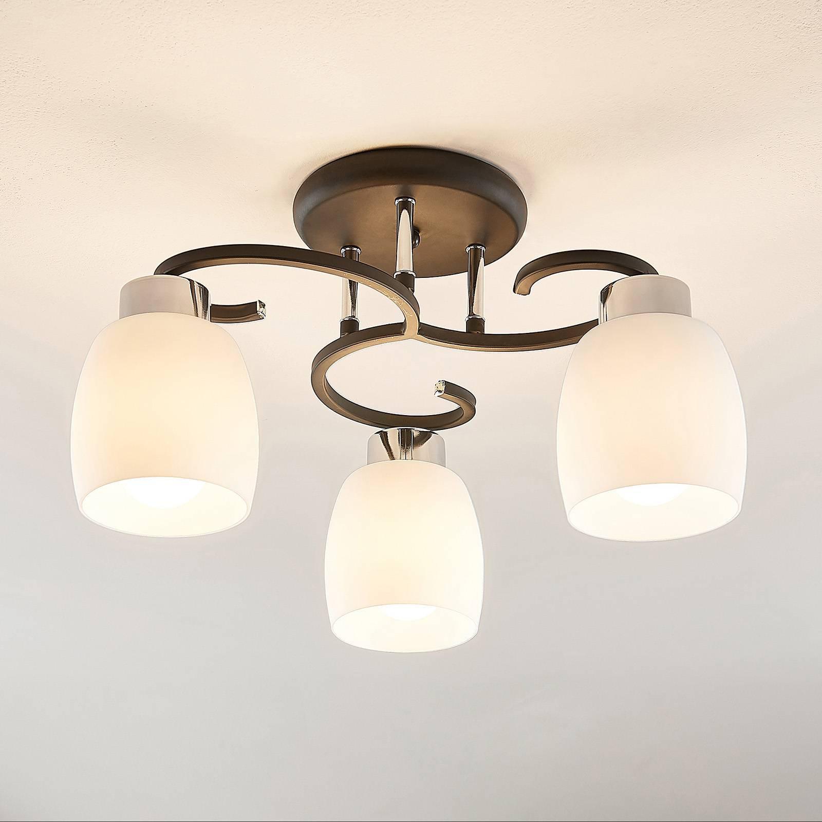 Lindby Daliah taklampe med tre glasskjermer