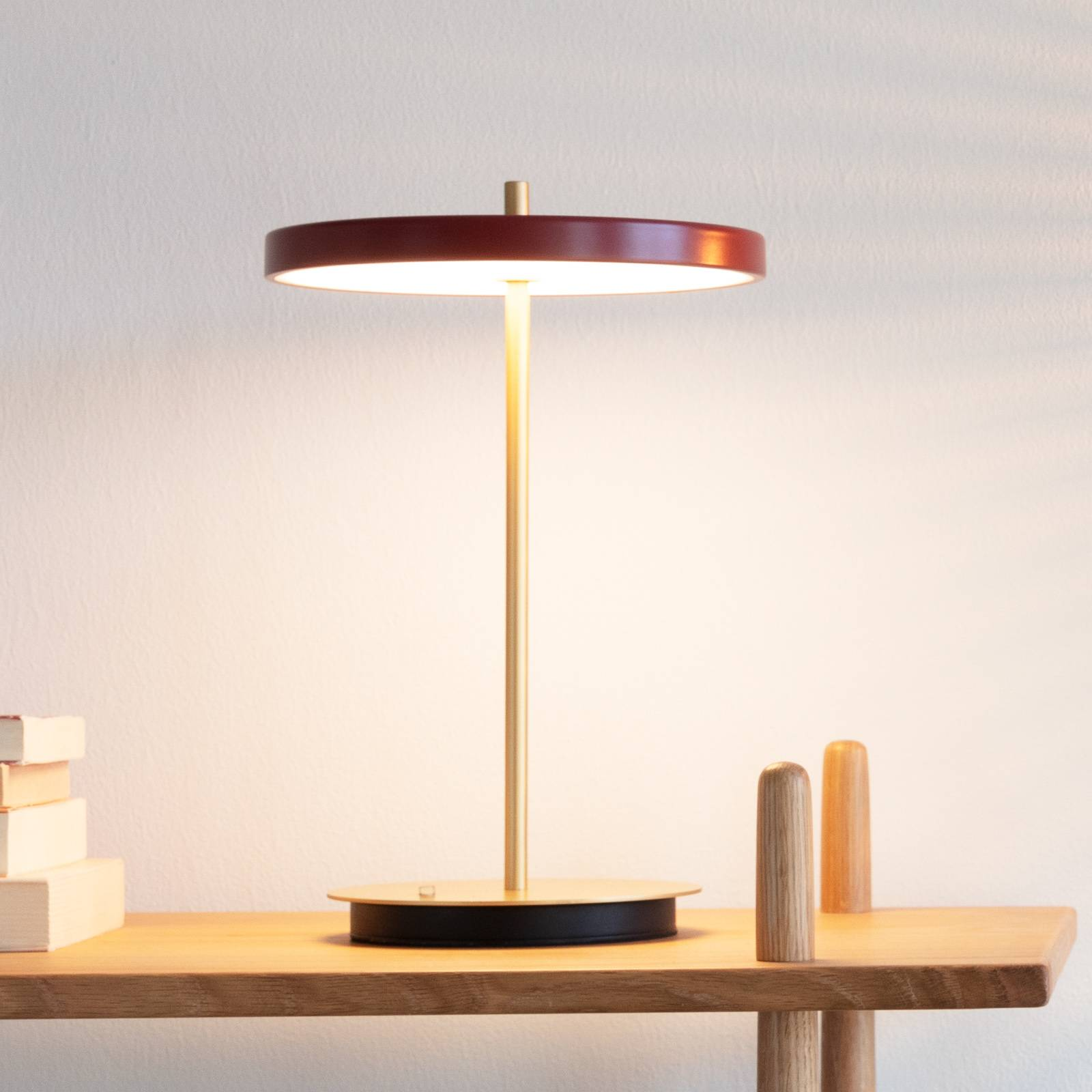 UMAGE -LED-pöytälamppu Asteria move, punainen
