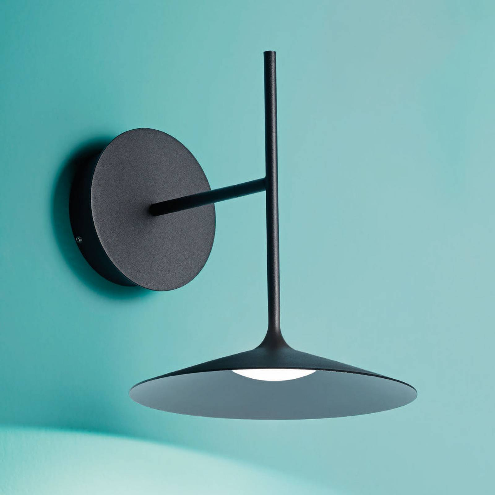 LED-seinävalaisin Poe Plus, musta