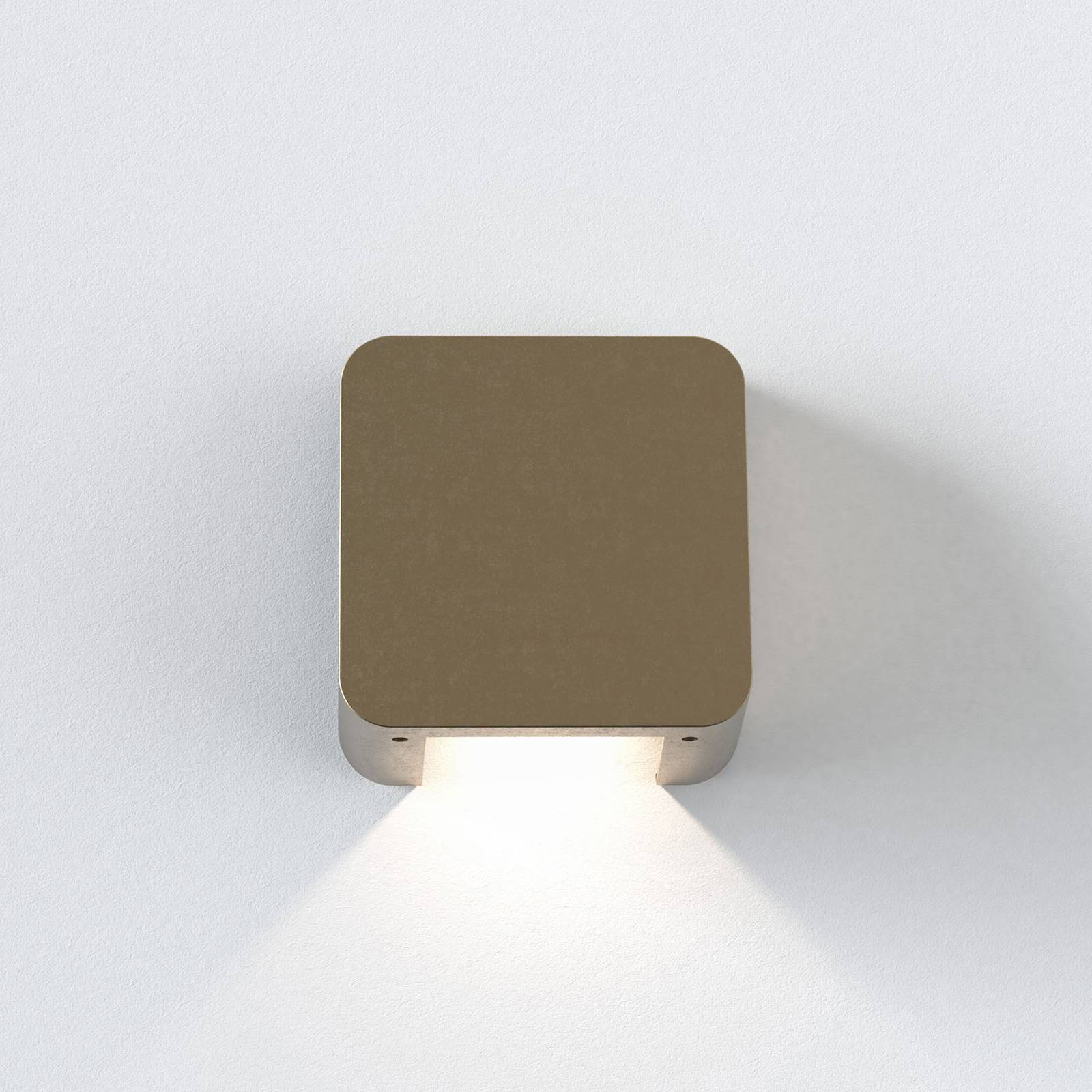 Astro Incline Single -LED-ulkoseinälamppu messinki