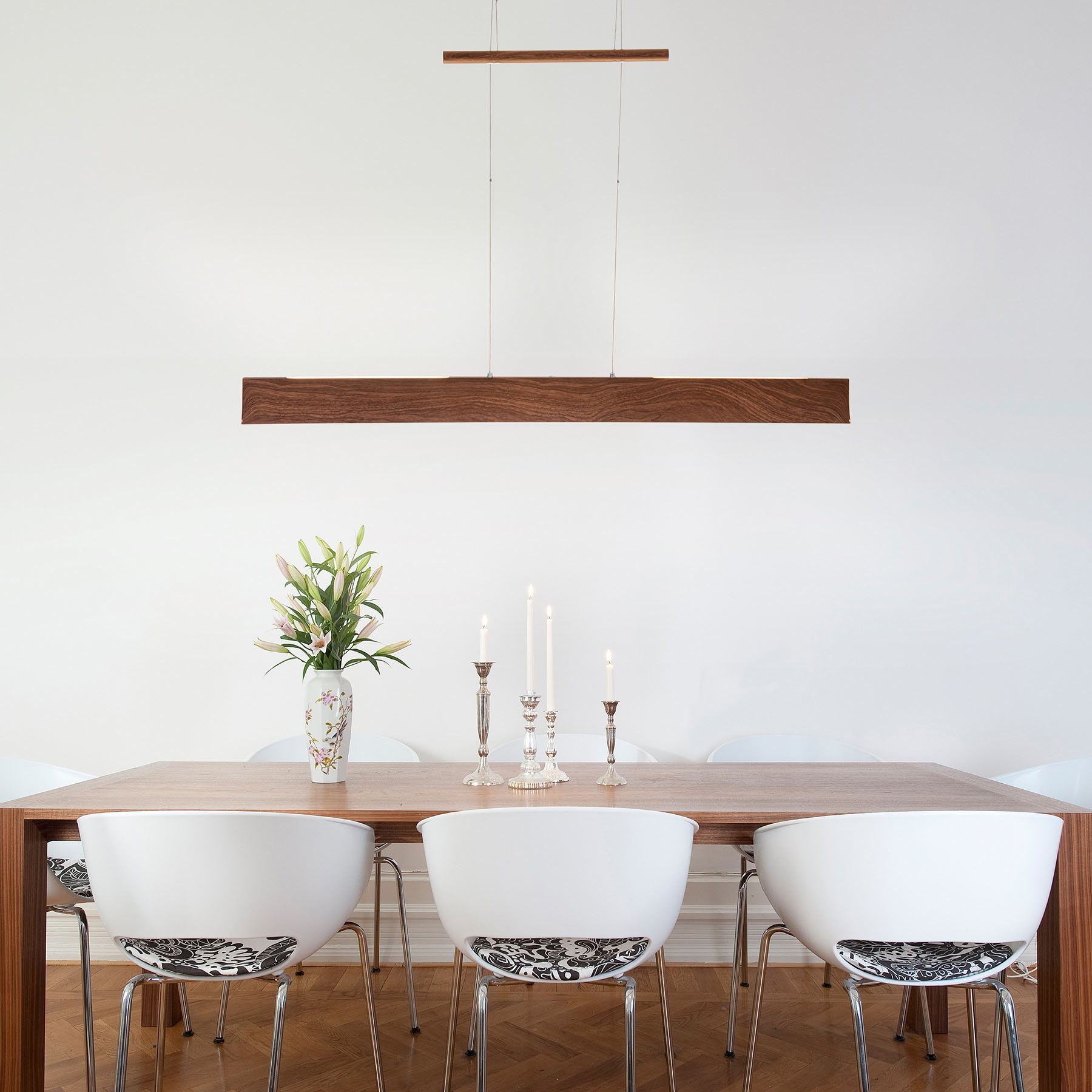 LED-riippuvalo Madera ylös-/alasvalo puujäljitelmä