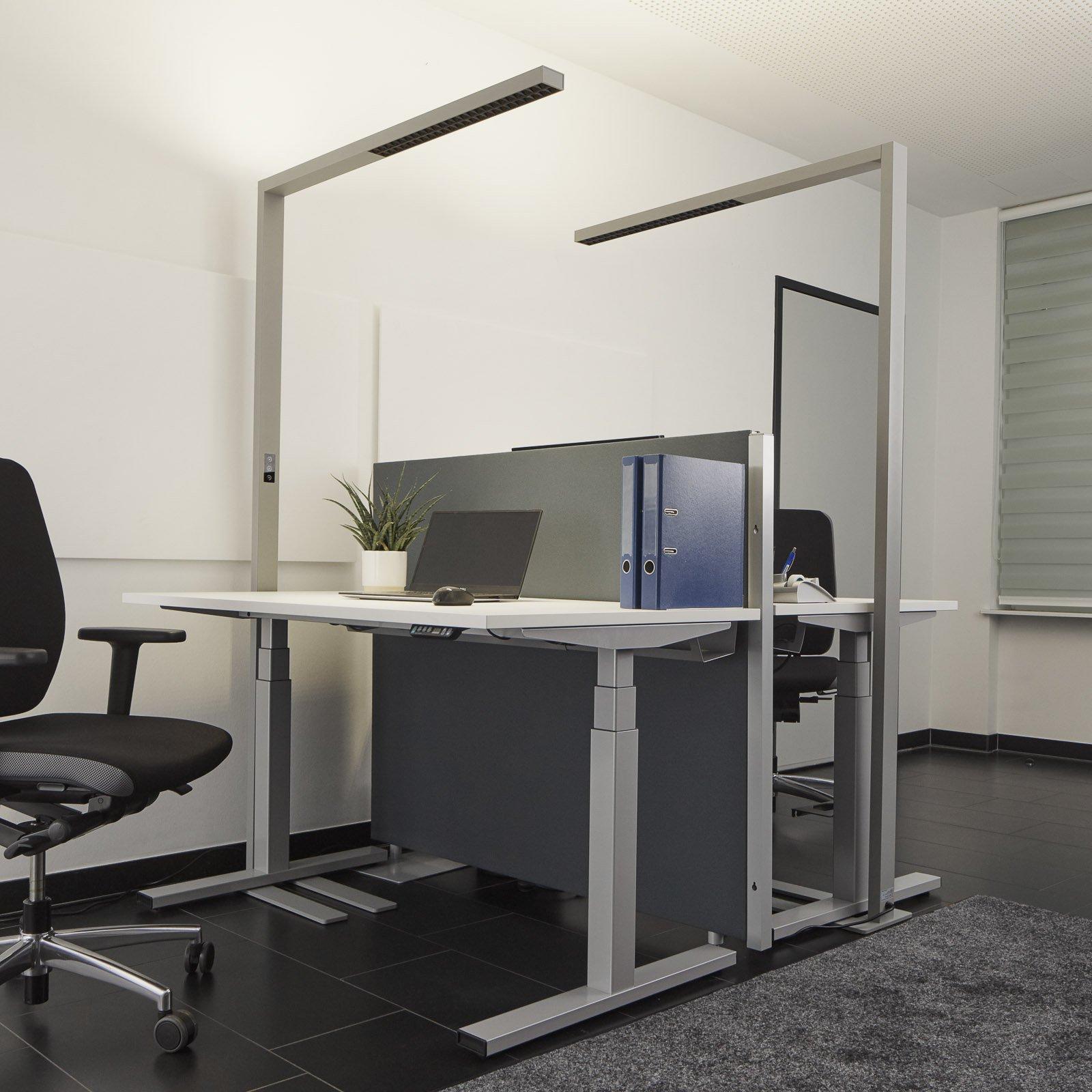 LED-gulvlampe Jolinda til kontoret, dimmer, sølv