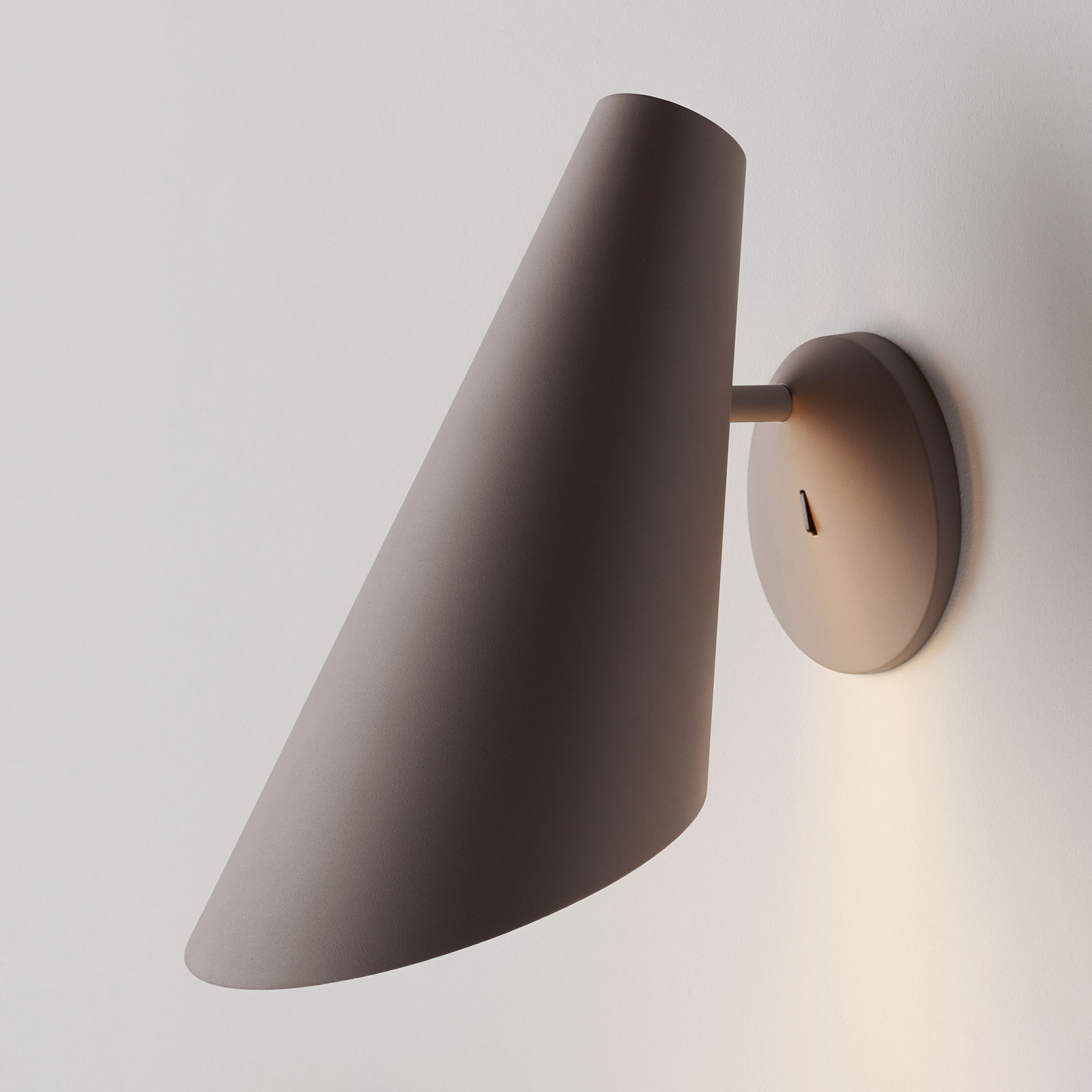 Vibia I.Cono 0720 seinävalaisin, 28 cm, beige