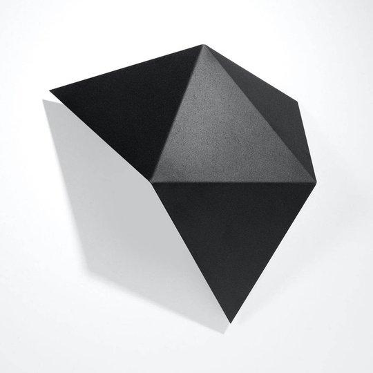 Shield vegglampe i kantet form, svart