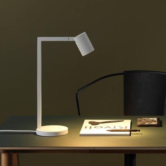 Astro Ascoli bordlampe, matt hvit