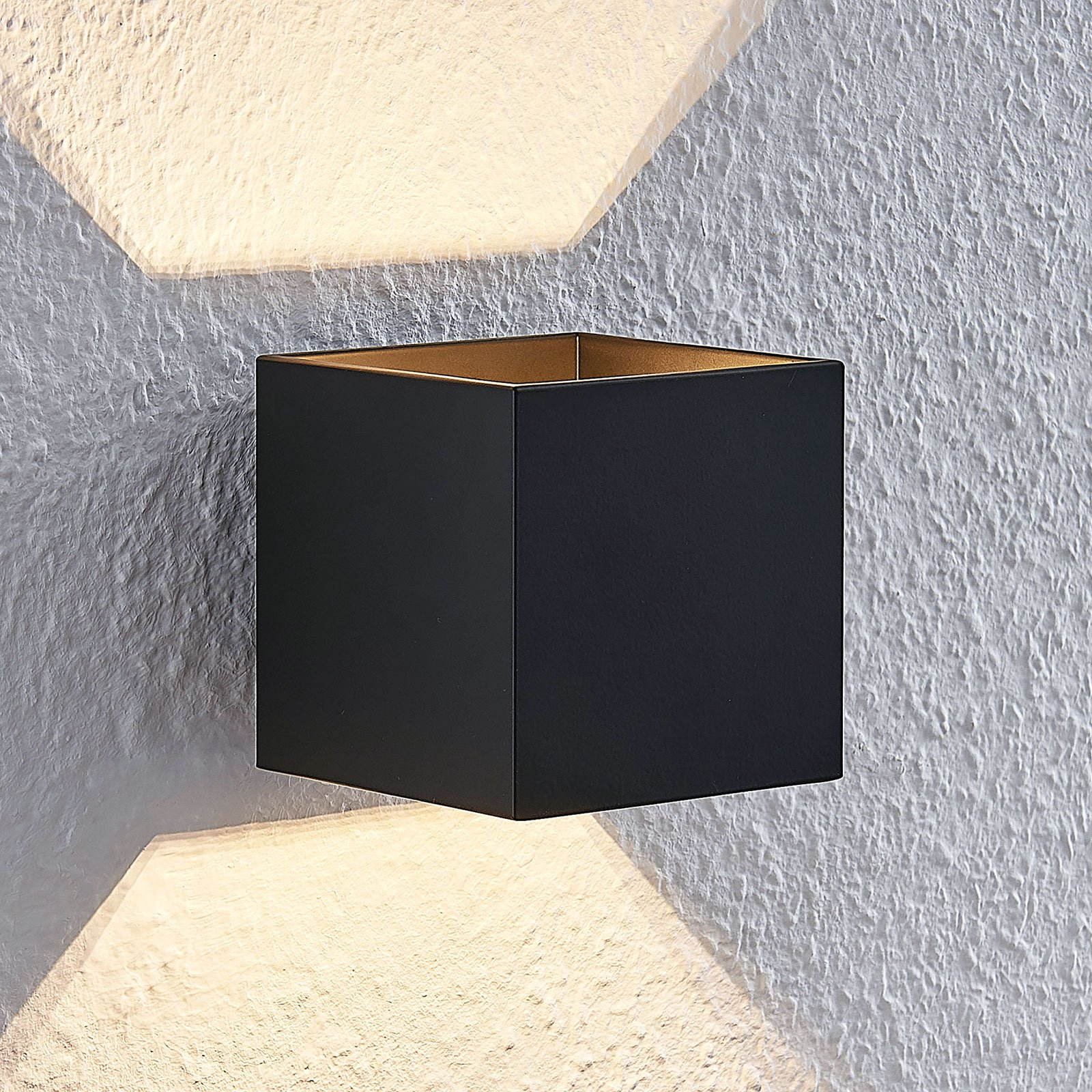 Lindby Mirza aluminum-vegglampe, kantet, svart