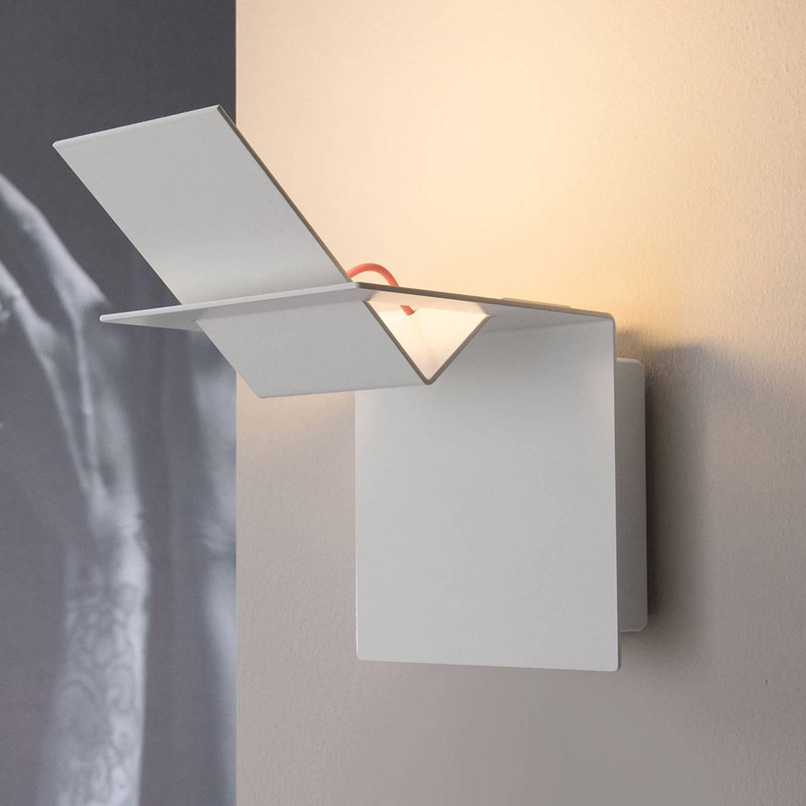 Karman Lamina -design-LED-seinävalo sisäkäyttöön