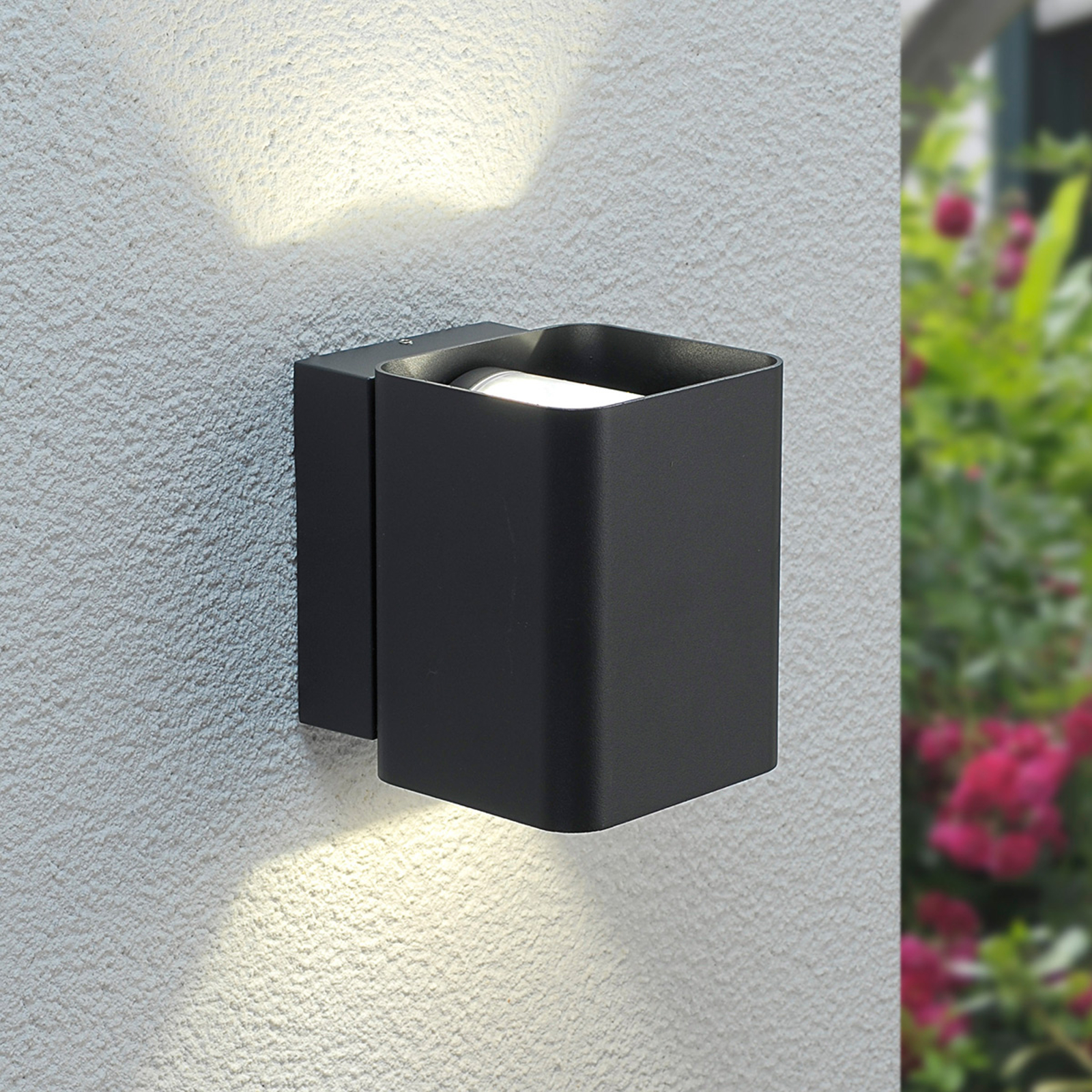 Tuplasti säteilevä LED-ulkoseinävalaisin Nikolas
