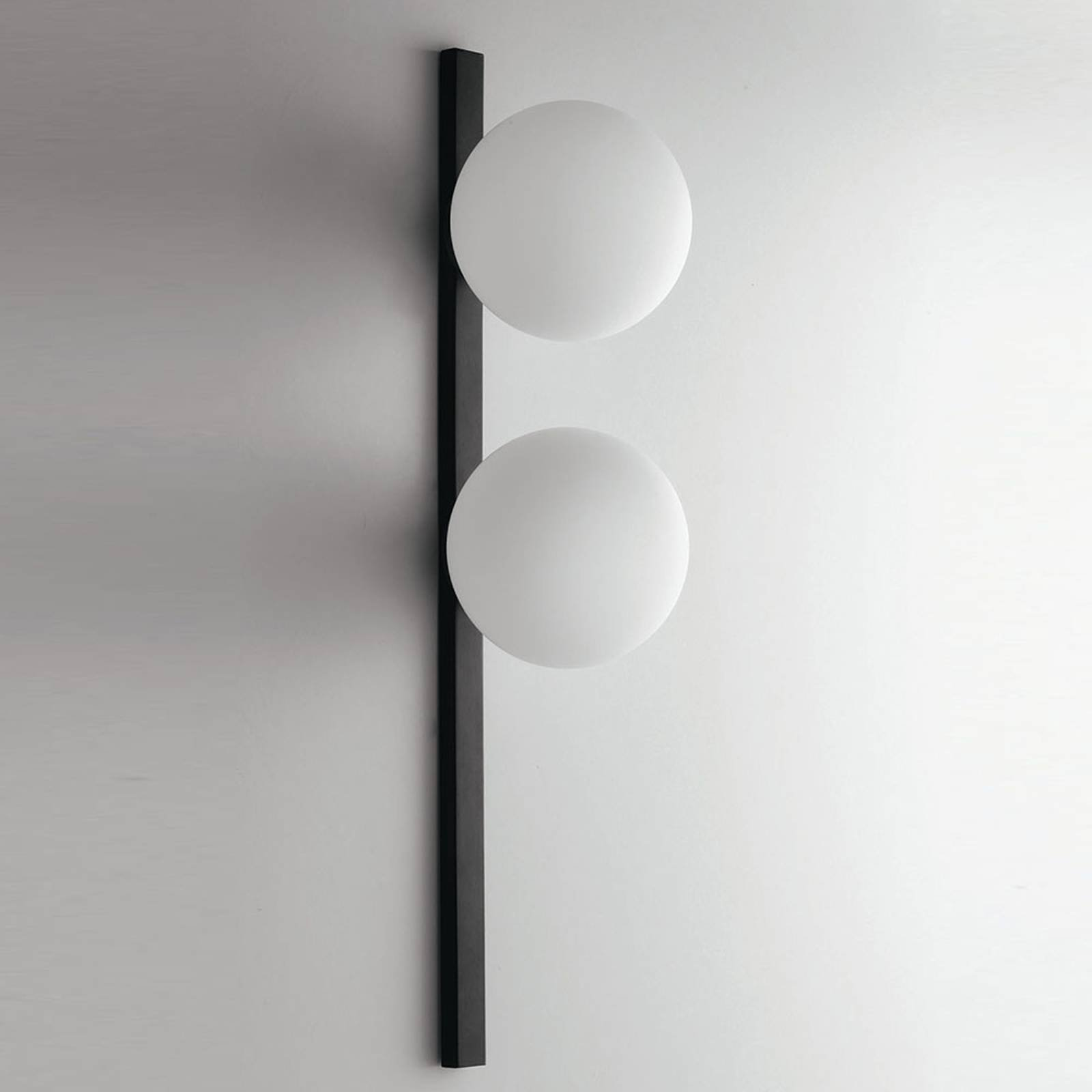 Vegglampe Enoire i svart og hvit, 2 lyskilder