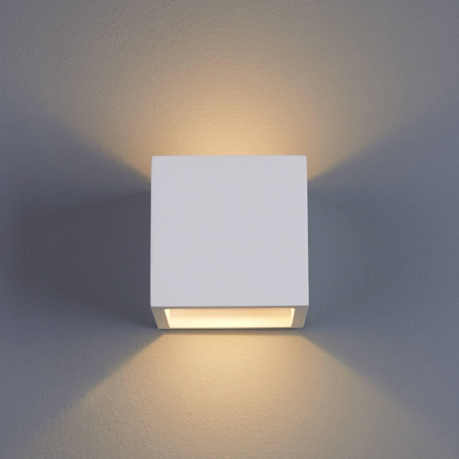 Kuutionmuotoinen LED-seinävalaisin Marita kipsistä