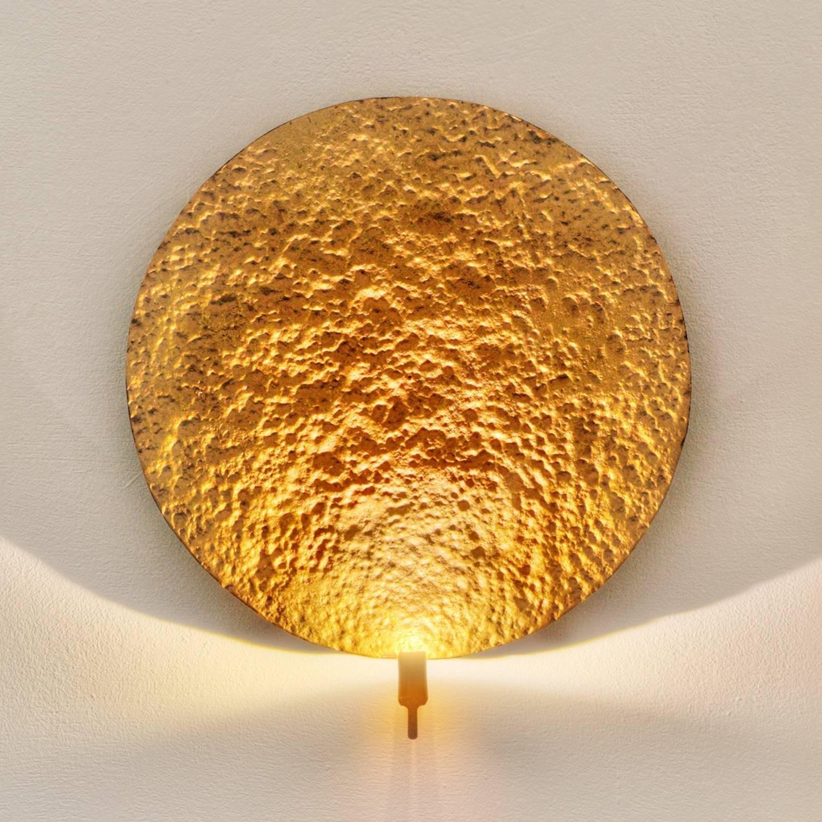 LED-designvegglampe Traversa i skinnende gull.