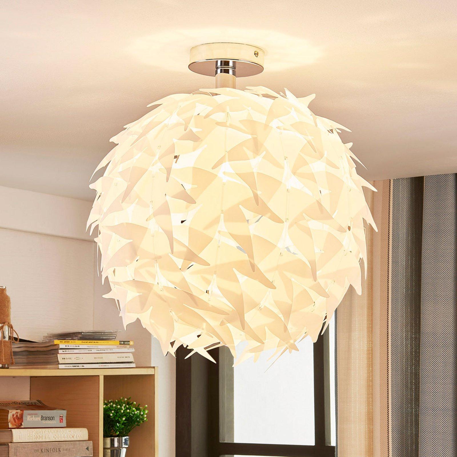 Corin - hvit taklampe i trendy look.