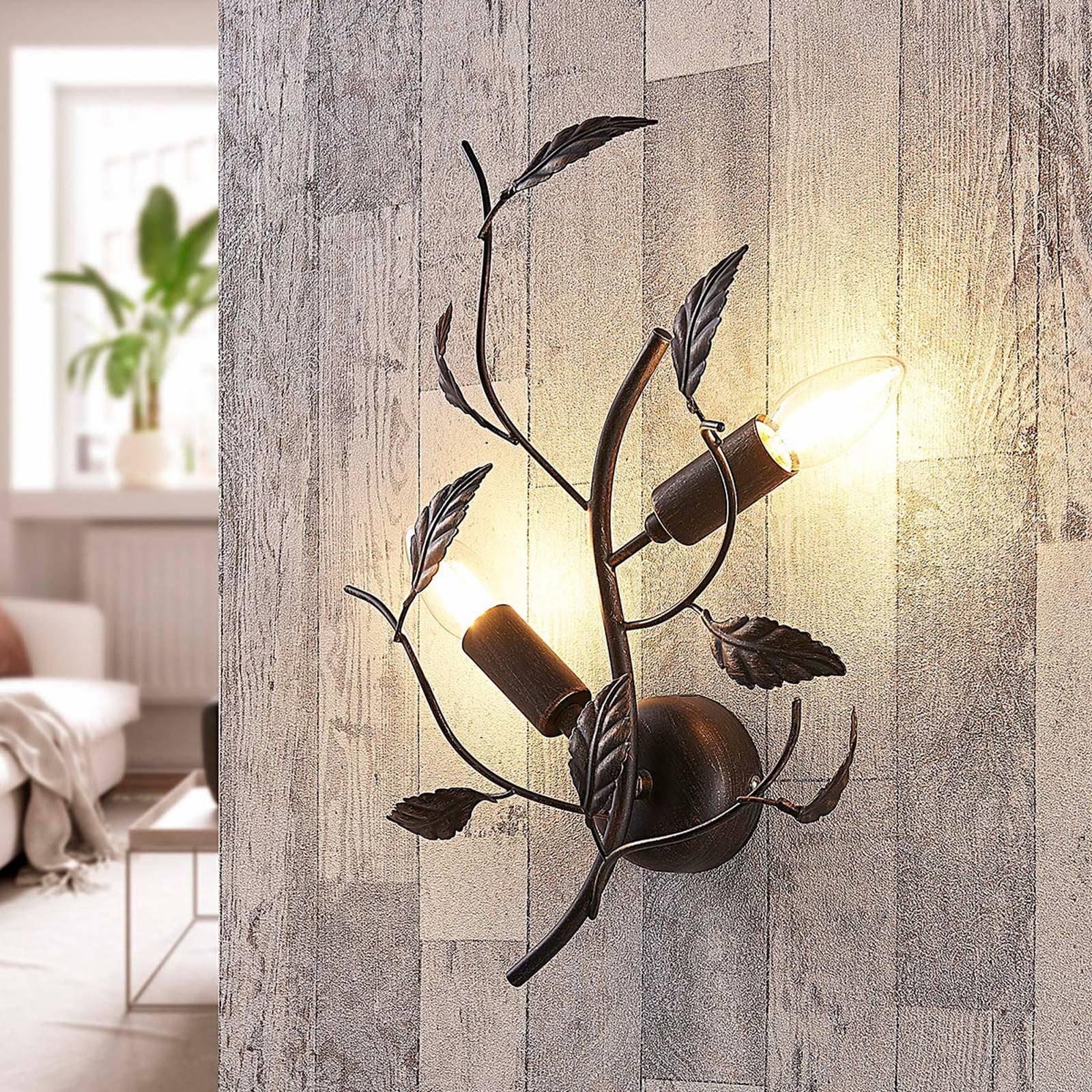 Vegglampe Yos i metall med bladdekor