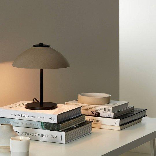 Bordlampe Vali, høyde 25,8 cm, svart/beige