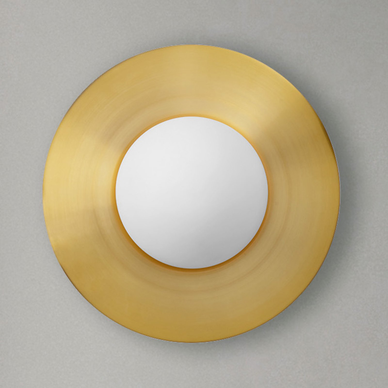 Vegglampe Hat av glass med messingplate