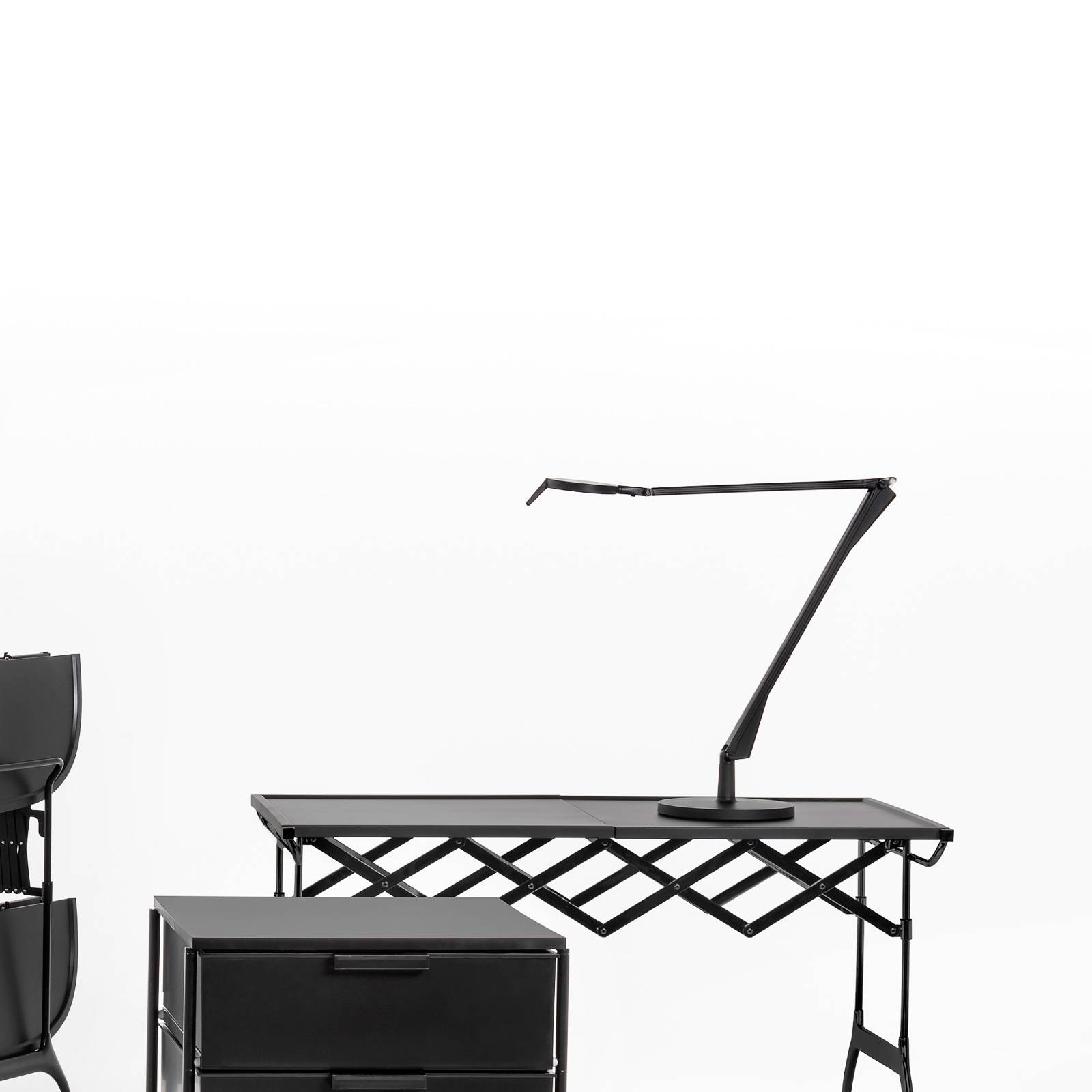 Kartell Aledin Tec -LED-pöytälamppu musta