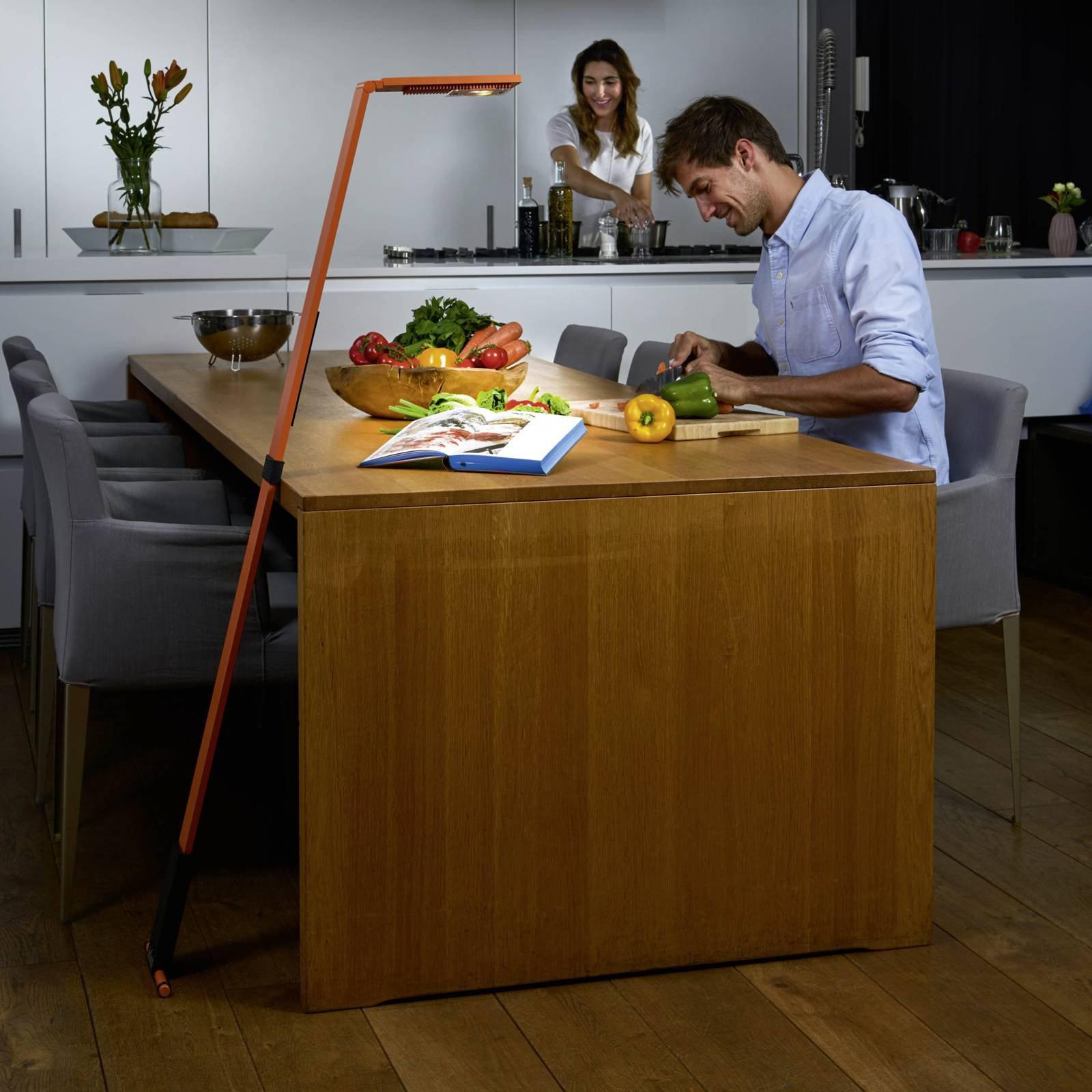 Luctra Flex LED-gulvlampe, trådløs batteri oransje