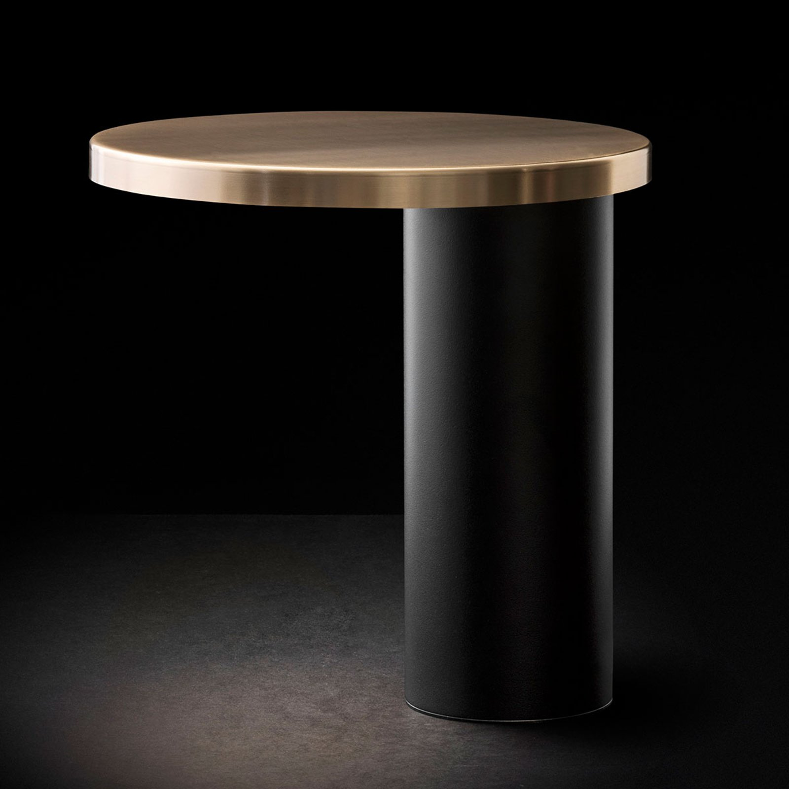 Oluce Cylinda LED-bordlampe, svart-gull
