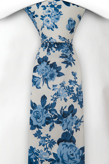 Bomull Gutteslips, Hvit bakgrunn med roser i to blåfarger, Hvit, Blomster